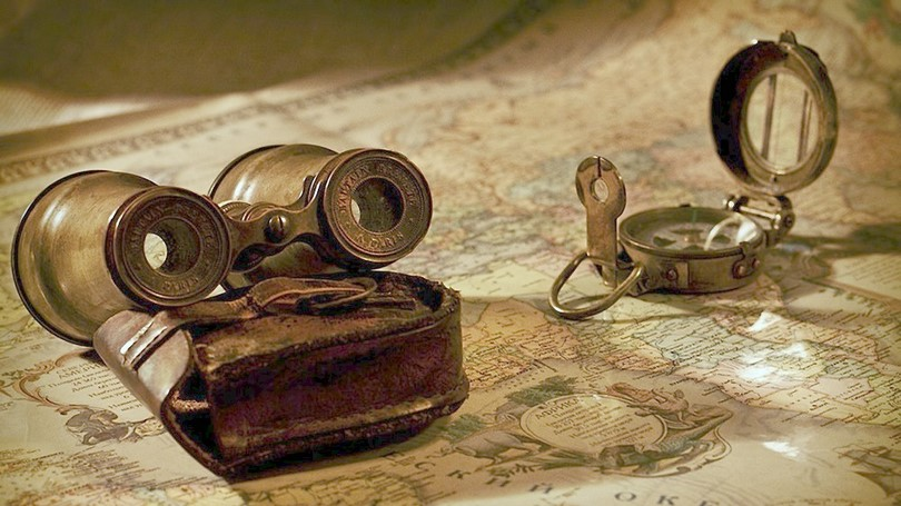 Old-compass-and-a-map